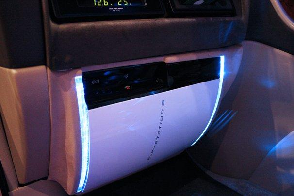 車内の様子/PS3が内蔵されていた