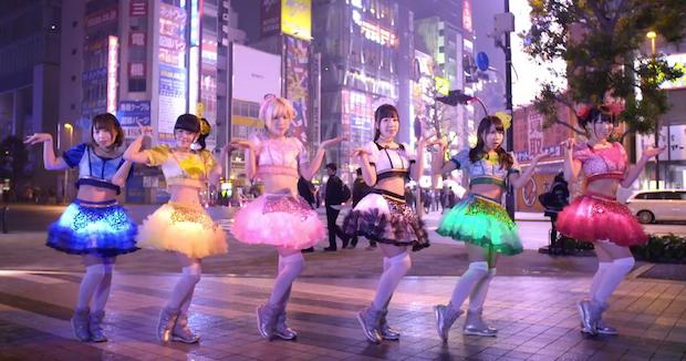 これが最新の絶対領域! 妄キャリ×光るスカート新曲MVがすごい