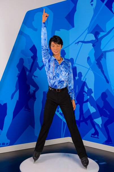 羽生結弦選手の等身大フィギュア/The images shown depict wax figures created and owned by Madame Tussauds.