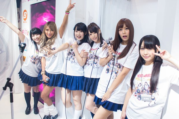 女神が迎えてくれました^^/左から上原亜衣、AIKA、宮崎あや、浜崎真緒、紺野ひかる、佳苗るか