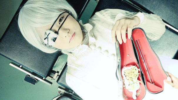 「RED SHOES」より 2