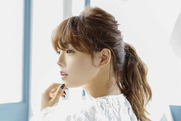 篠崎愛、1stアルバムでビジュアルを封印 世界初の見られないMVを公開