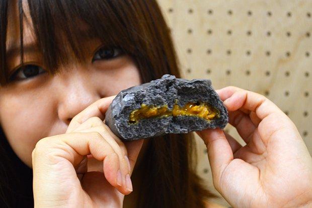 【食レポ】伝説のすた丼屋監修「すたみな肉まん」を女子が食べたら?