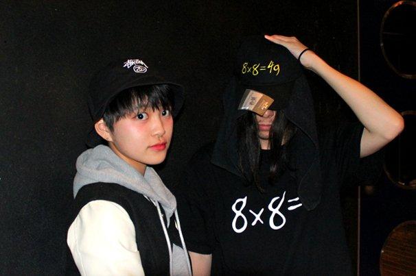 MC MIRI(左)とハハノシキュウ(右)