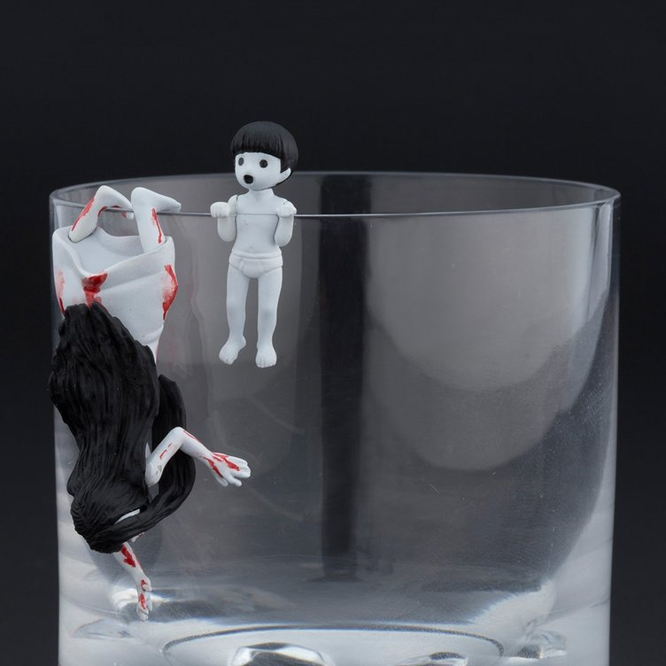貞子と伽椰子が「コップのフチ子」に! 最恐ホラー映画の前売り特典