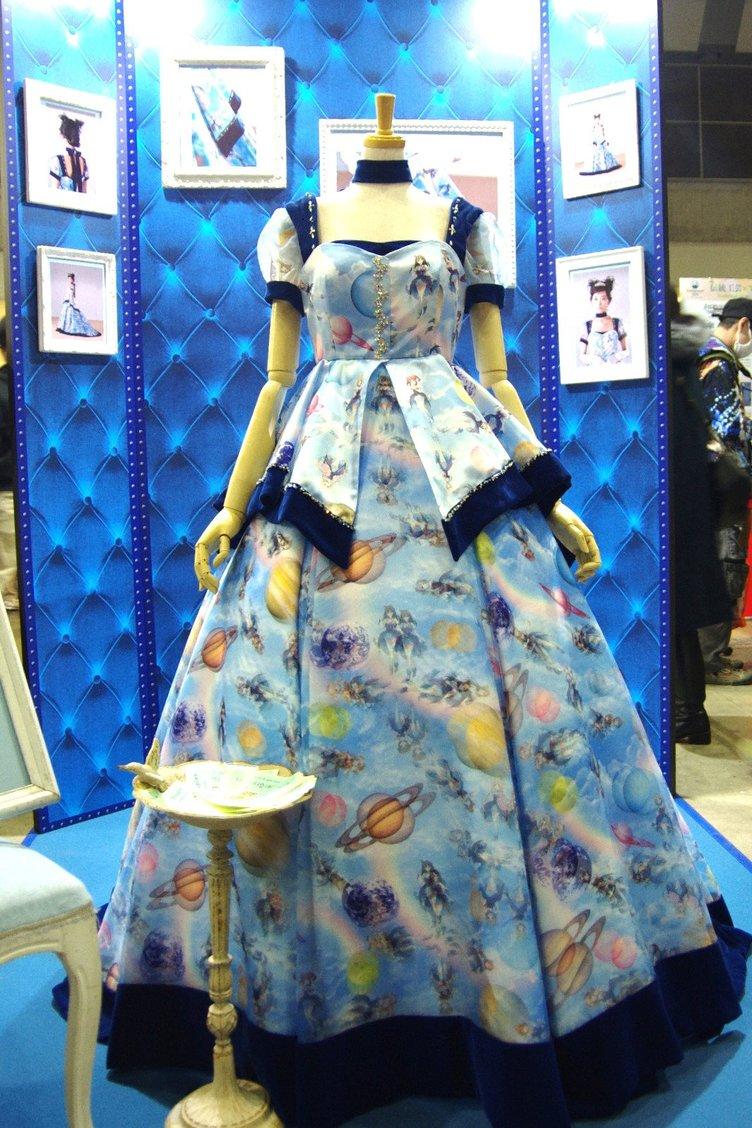 「デレマス」キャラが特注ドレスの宇宙を漂う…高速移動な柄がヤバい