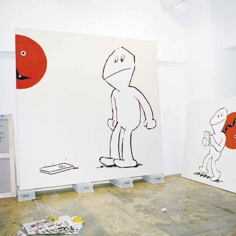 オオクボリュウ 初個展「アイフォン割れた」新作100点で構成