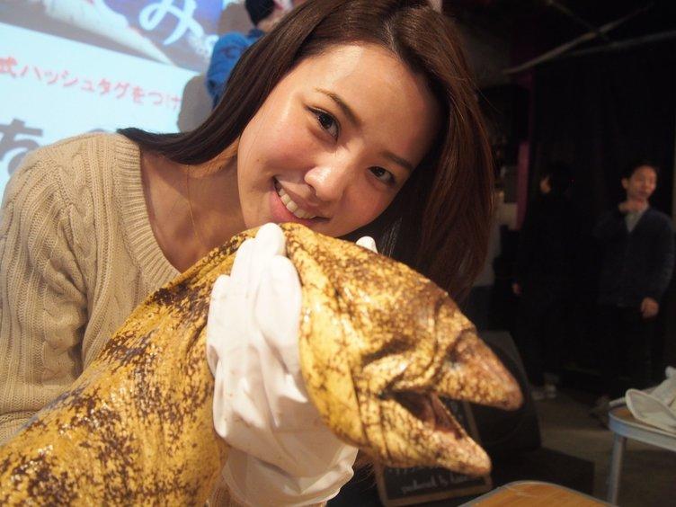 衝撃グルメイベント「珍怪魚を食べてみよう」! ワラスボと記念撮影も
