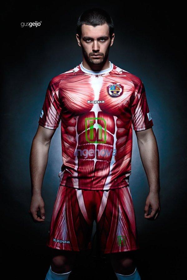 完全に『進撃の巨人』! スペインサッカーチーム衝撃の新ユニフォーム