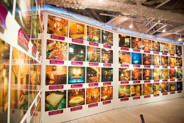 「『神は局部に宿る』都築響一 presents エロトピア・ジャパン展」数々のラブホテル写真