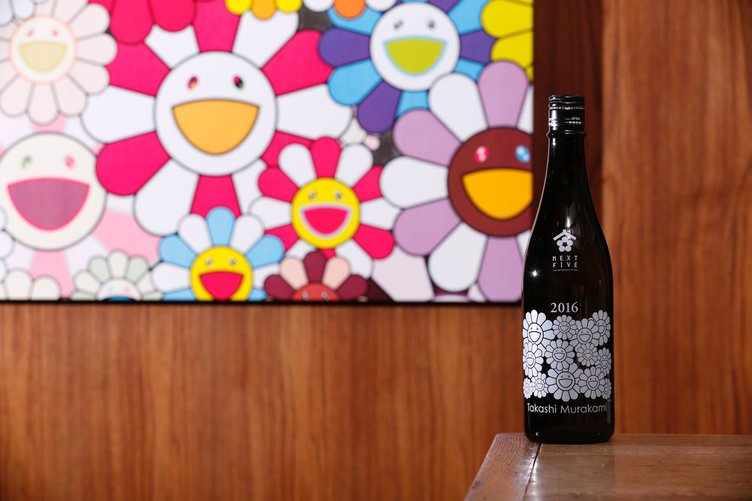 村上隆が日本酒発売 秋田の醸造ユニットとコラボ、限定ボトルも