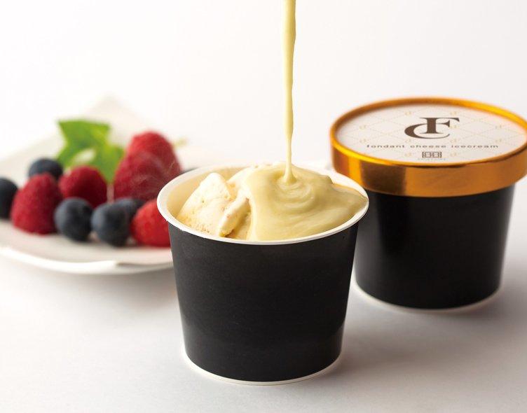 「フォンダンチーズアイス」冷たいアイスに熱々のチーズソースをたっぷり!