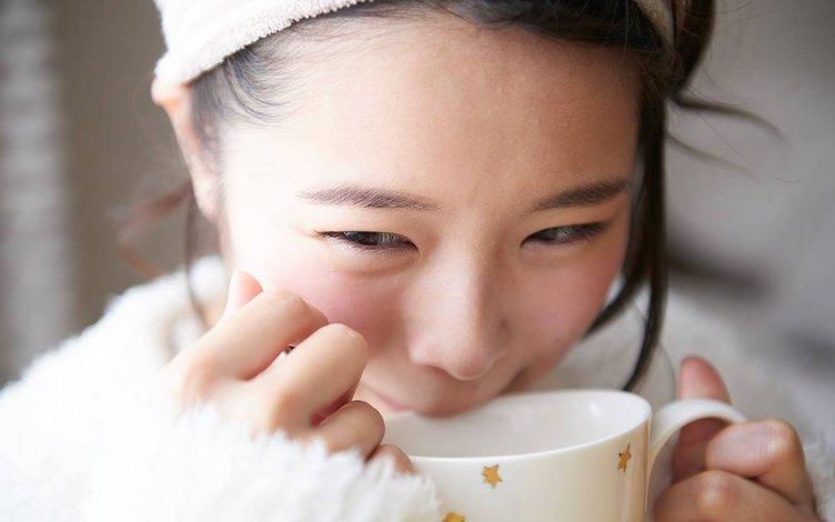 女子がコーヒーを冷ます仕草にキュン… Webサイト「ふぅふぅ」が至高