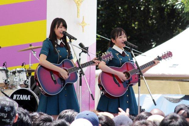 欅坂46 左:小林由依さん 右:今泉佑唯さん