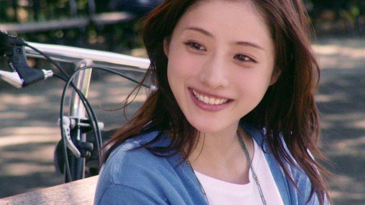 『シン・ゴジラ』出演・石原さとみの英語力は? 英会話イーオンから新CM公開
