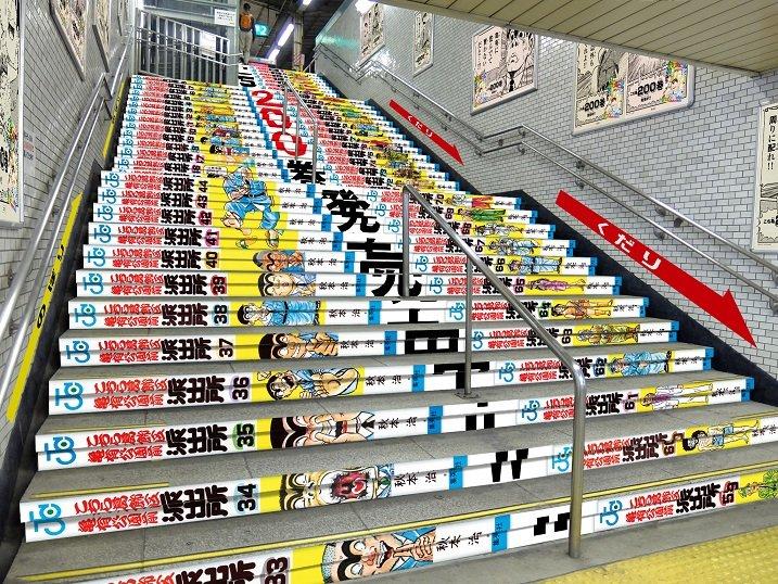 【最終回記念】『こち亀』コミックス全200巻が亀有駅をジャック!