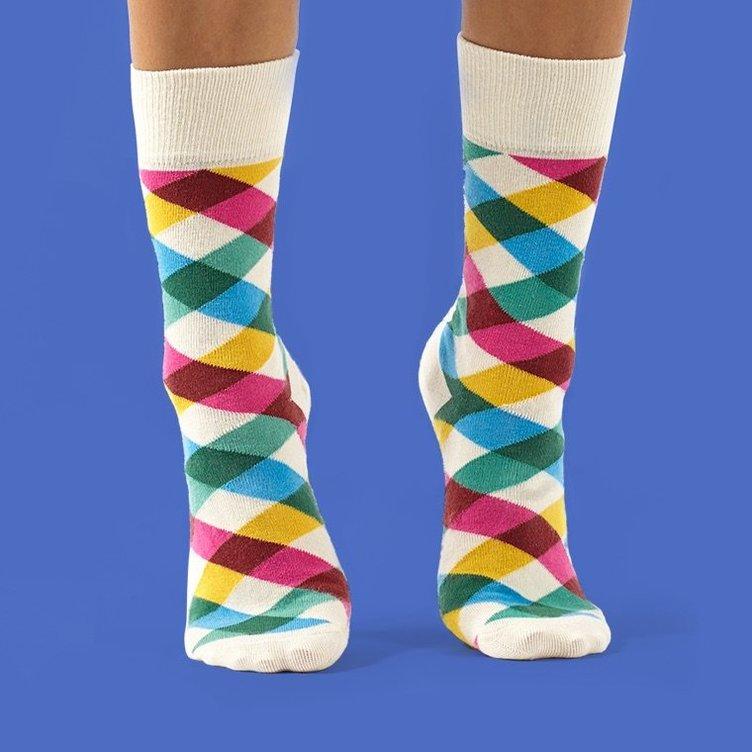 Slack柄の靴下がポップ! 便利コミュニケーションツールを履いちゃえ