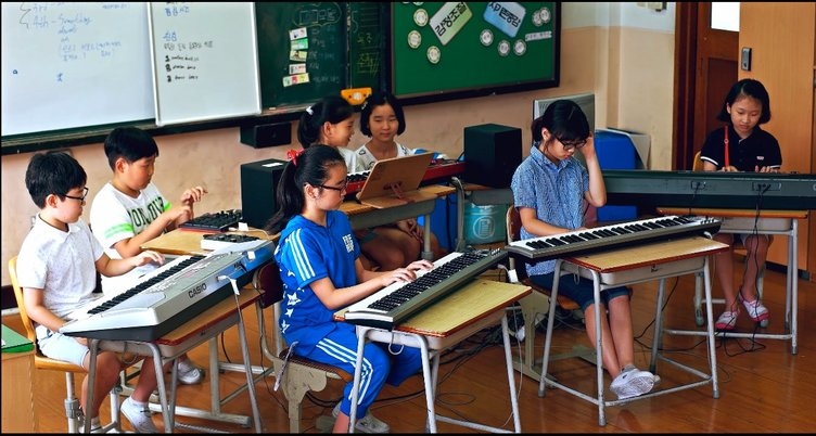 ダフトパンクをカバーする韓国の小学生たちがエモい