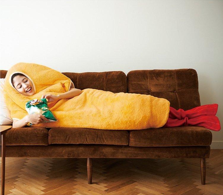 「着るエビフライ寝袋」ふわふわの衣に包まれる気分はいかが?