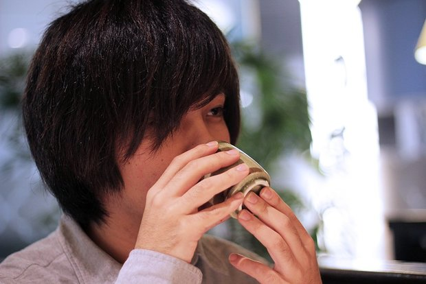 お茶を飲んで気持ちを落ち着けるゆよゆっぺさん