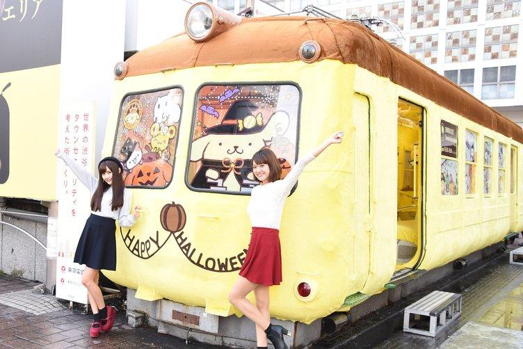渋谷ハチ公前に「ポムポムトレイン」 電車が丸々ふわもこ仕様に!