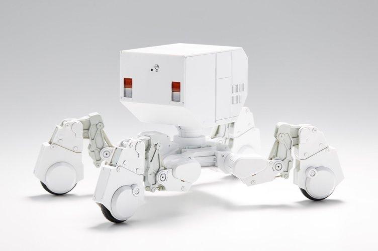 架空の会社「出雲重機」からスケールモデル登場! AI搭載小型重機がクール