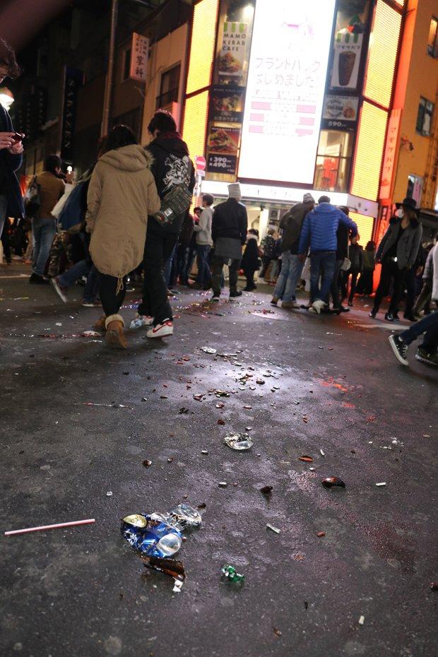 ゴミが散乱する渋谷