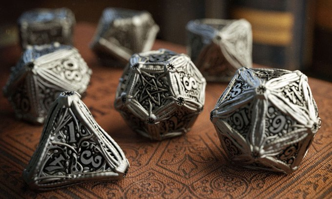「クトゥルフTRPG」の金属製ダイスが資金募集 禍々しく名状しがたい…