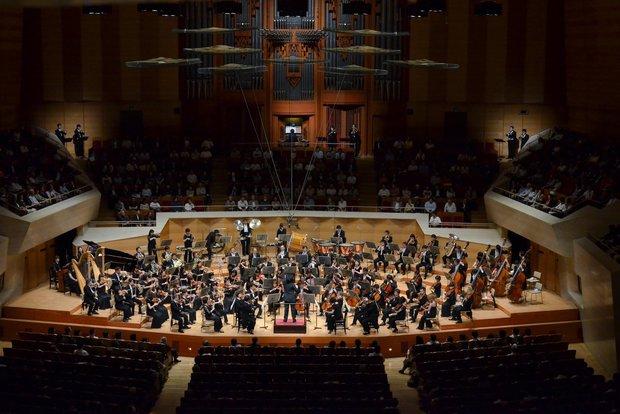 東京フィルハーモニー交響楽団(201305サントリー定期:バッティストーニ)/(C)上野隆文