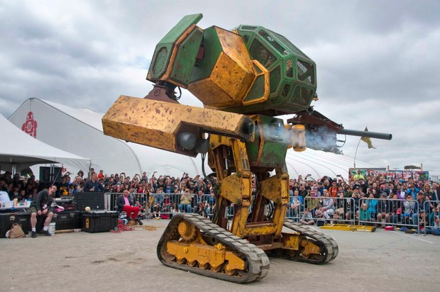 Megabots/画像はMegaBots at Maker Faire 2015: World Debut of the Mk. II Mechより