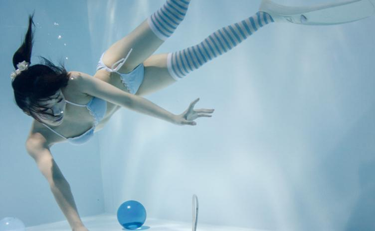 『月刊水中ニーソR』6月号刊行 水底のビー玉と女の子とスクーバ器材