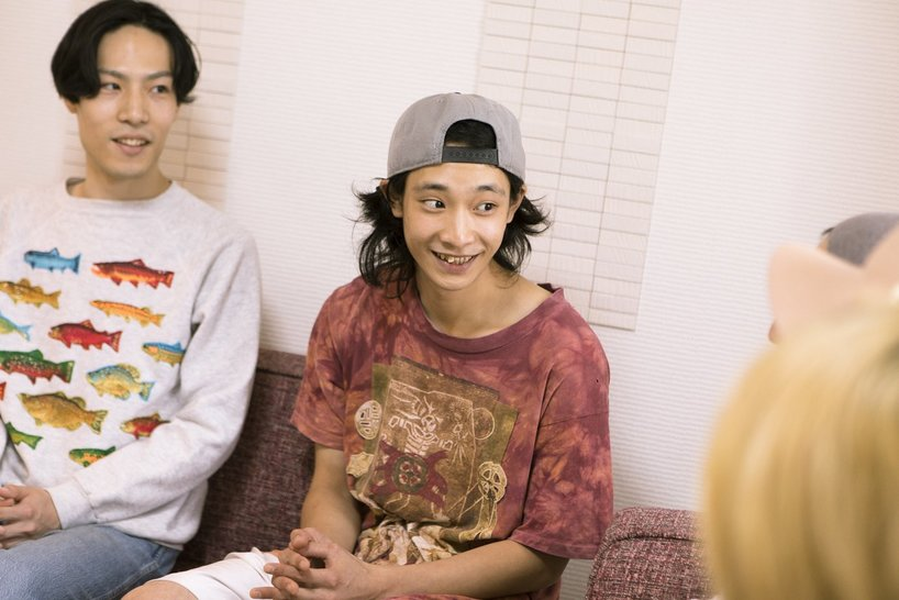 爆弾ジョニー・りょーめーとロマンチック☆安田(左)。