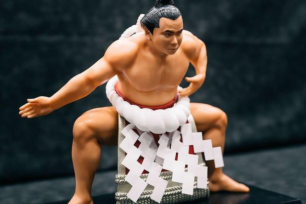 この日、初めて展示・販売された第五十八代横綱『千代の富士貢』(未塗装カラーレジンキット)。価格は12,000円