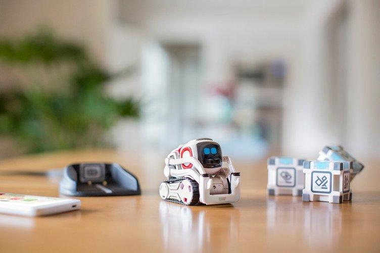 心を持つロボット「COZMO」日本上陸! ピクサーのアニメーターが実現させた躍動感