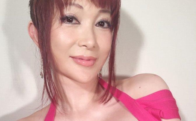 叶姉妹、コミケでコスプレ写真集セットを頒布! 3000部で足りるのか!?