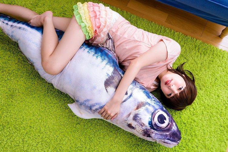 鯖に入れるモノある? 180cmの巨大クッションケースが便利