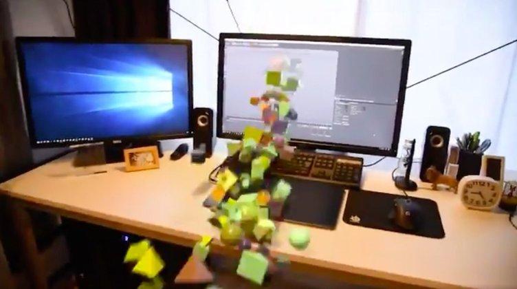 パソコンがぶっ壊れてモニターから謎の物体が飛び出す動画が爆ポップ