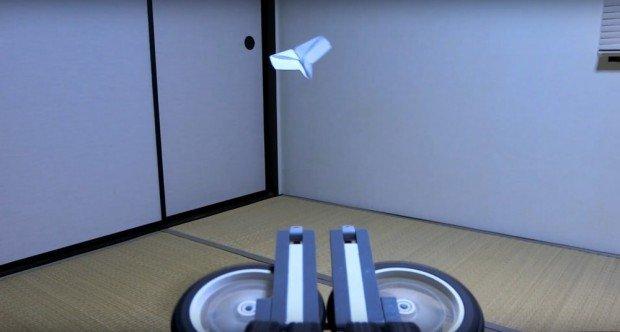 紙飛行機自動折り機
