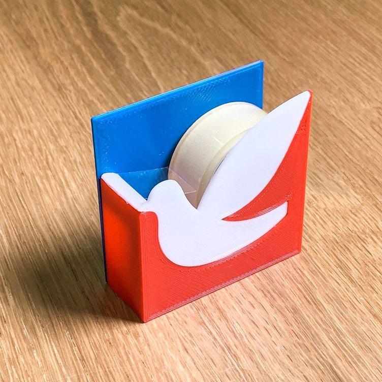 誰もが知っているマークをグッズに 「企業のノベルティを勝手に作る」デザイナー