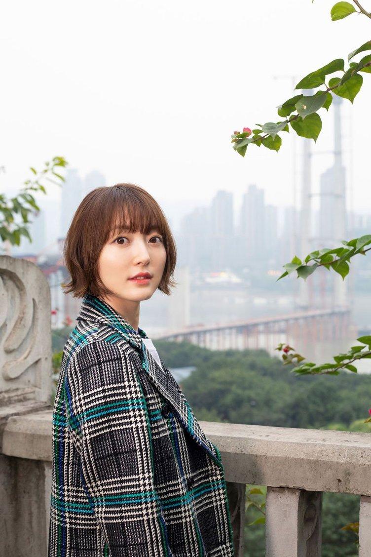 花澤香菜、30歳の節目に「かなり攻めた」写真集 直筆の詩文で綴る現在地