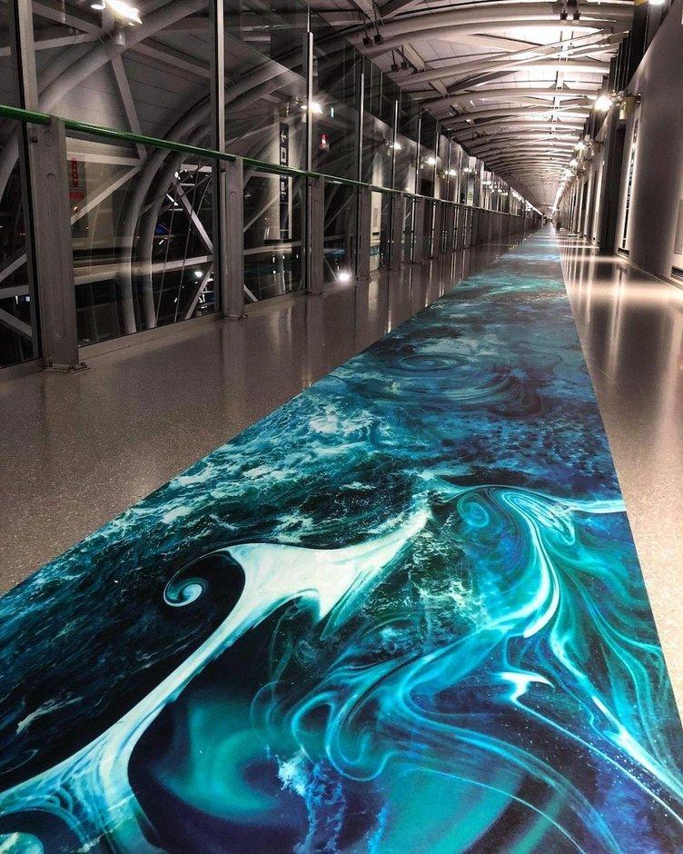 「鳴門のうずしお」を歩いて眺める? 関西国際空港の全長400m「渦潮図」が圧巻
