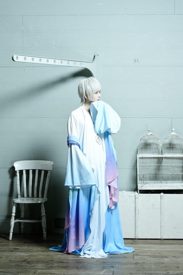 まふまふ、橋本環奈と浜辺美波出演動画に新曲「それを愛と呼ぶだけ」提供