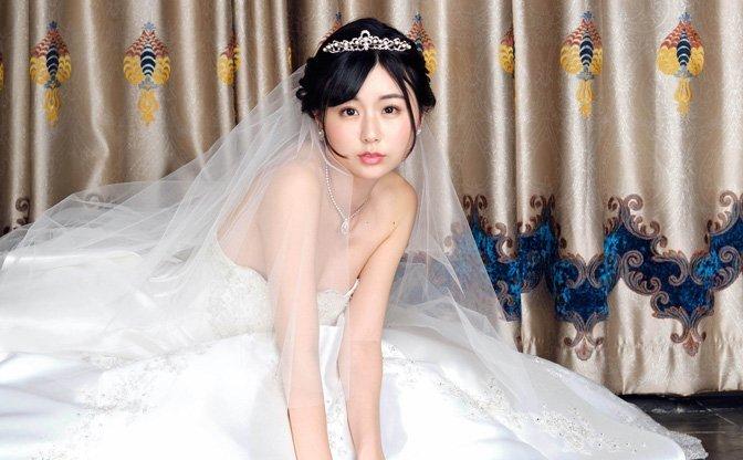 """""""ネットの女神""""くりえみ、初CDでウエディングドレス姿 記念番組も決定"""