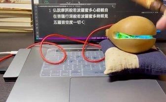 叩くと光って般若心経、USB木魚から溢れる煩悩「宗教をもっと身近に」