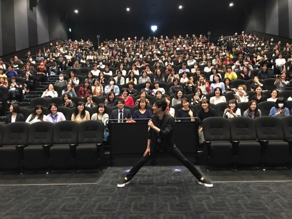 """ギャップが良い! 稲垣吾郎、舞台挨拶で""""はしゃぐ私""""写真にファン反響「かわいい」"""