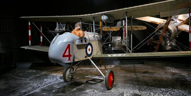 オマカ・アヴィエーション・ヘリテージ・センター展示の複葉機(写真はイメージ)