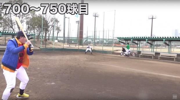 画像は動画「野球初心者が1000本ノックやったらマジで上手くなるのか!?」よりスクリーンショット
