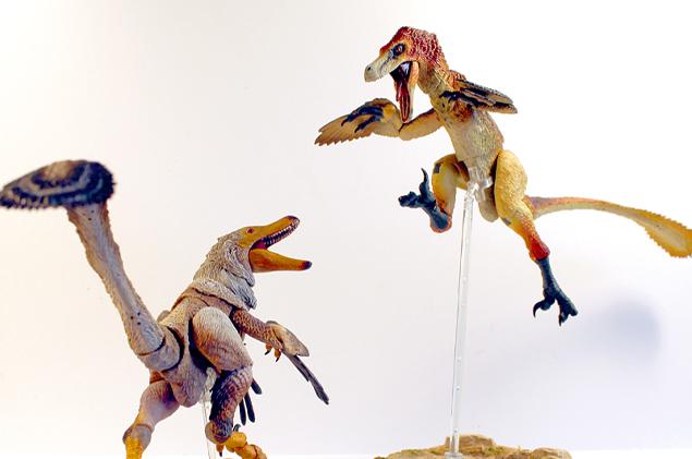 米クリエイターによる1/6の恐竜アクションフィギュア 羽毛や翼を再現、26の可動箇所
