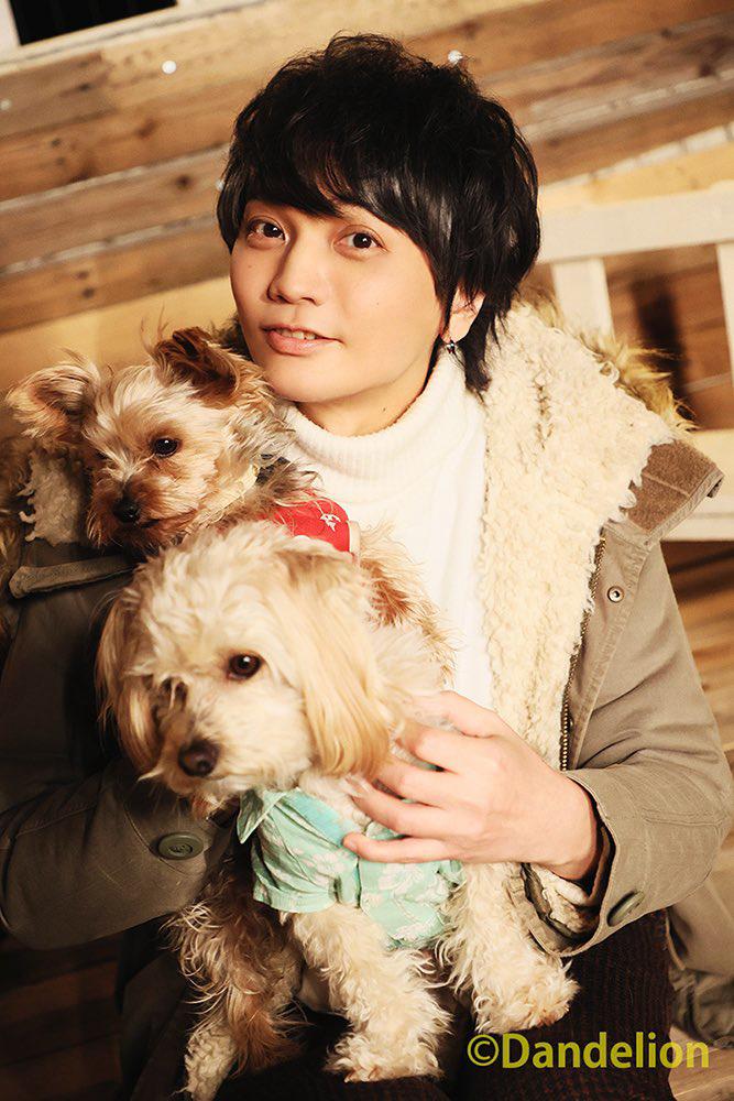 浅沼晋太郎2nd写真集『POPCORN 'n POP』 犬を抱きほほ笑む姿が尊い