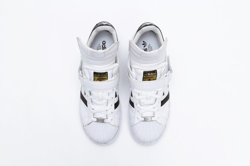 「Incorporation Code Sneakers」